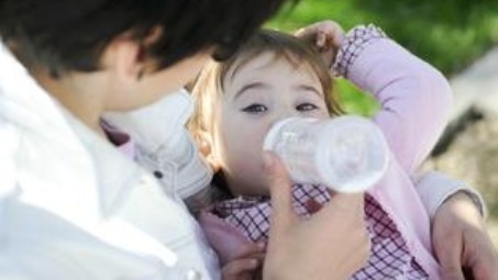 Weaning off pacifiers and milk bottles