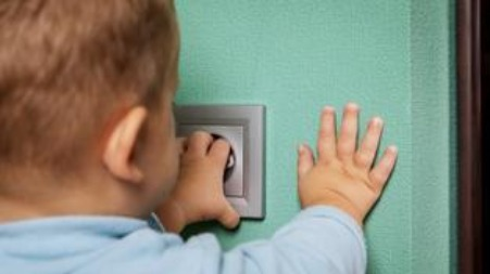 Emergency situation with children: Electric shock