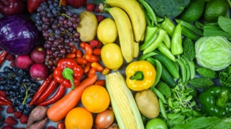 The fight between the vegetables and the fruits